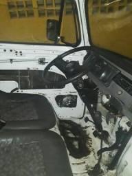 Título do anúncio: Vendo kombi ano 2006 1.4 flex motor de fox no gnv