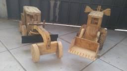 Brinquedos e artesanatos em madeira