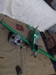 Vendo avião de controle remoto