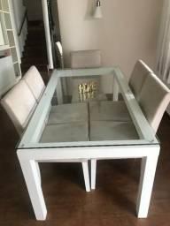 Mesa de Jantar em vidro com pés brancos