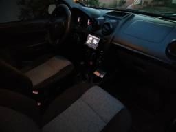 Fiesta sedan 1.0 completo - 2012