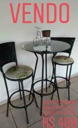 VENDO: Mesa com cadeiras e Bistrô com banquetas