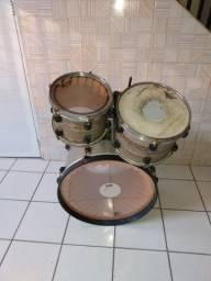 Bateria só os tambores