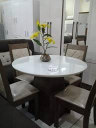 Mesa com Quatro Cadeiras - Praticidade para o seu dia a dia!