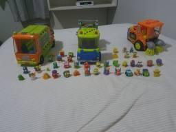 Vendo trash pack com 3 caminhões e 40 personagens
