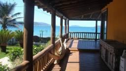 Casa a venda com 6 quartos de frente para praia no bairro Armação em Florianópolis/SC