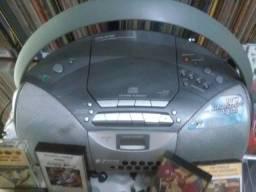 Som portátil Sony, com rádio am/fm, cd e cassete, potente, bom estado