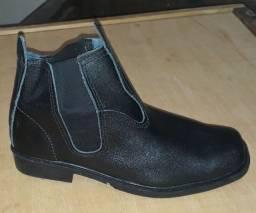 Botas em couro legítimo novas