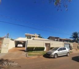 Casa com 3 quartos, 283 m², à venda por R$ 670.000
