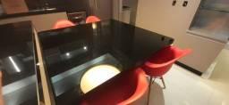 Mesa de jantar em mdf e tampo em vidro