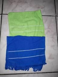 2 toalhas para bordar por R$ 5,00.