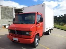 Título do anúncio: Caminhão Mercedes Benz 710 Baú seco
