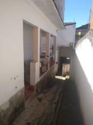 vendo - casa de três dormitório a 500 metros do Parque das Águas de São Lourenço