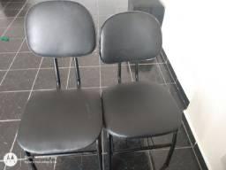 Duas cadeiras de escritório
