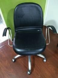 Título do anúncio: Cadeira Grande giratória oferta 250,00