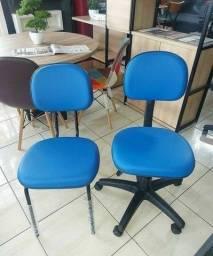 Cadeira fixa e cadeira secretaria giratória