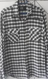 Camisas de manga tamanhos P e M