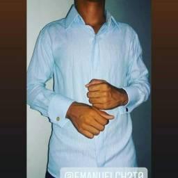 uma camisas social rocha duas azul e uma preta