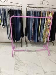 Título do anúncio: Araras roupas 50 reais