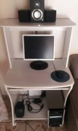 Vende se um PC computador, com rack incluso