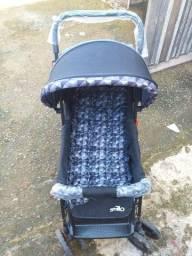 Vendo esse carrinho de Bebê Novinho usado