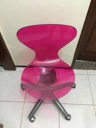 Título do anúncio: Vendo cadeira polietileno transparente na cor rosa
