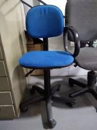 Cadeiras para escritório usadas.