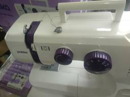 Máquina de costura nova sem uso