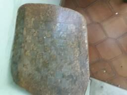 Mesinha xadrez, provavelmente de pedra sabão