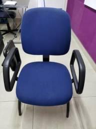 Cadeira Universitária Diretor Escamoteável Com Porta Livros Injetada