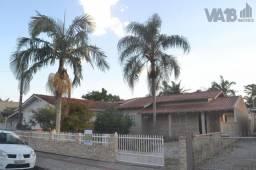 Casa com 3 dormitórios no bairro de zimbros