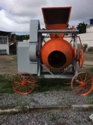 Betoneira 400 litros com carregador *