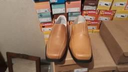 Sapatos em couro legítimo