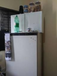Geladeira, fogão e armário