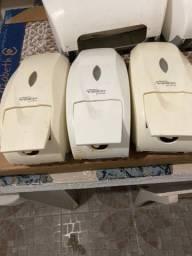 Vendo porta toalha porta papel higiênico e reservatórios para sabonete líquido