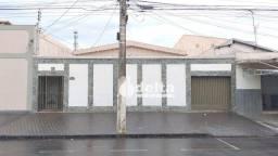 Título do anúncio: Casa com 4 dormitórios para alugar, 200 m² por R$ 1.900,00/mês - Tibery - Uberlândia/MG