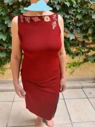 Vestido vinho com bordado