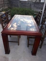 Mesa com seis cadeiras com tampo de vidro