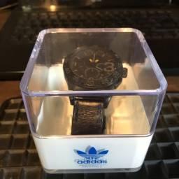 Relógio Adidas pulseira em Couro.
