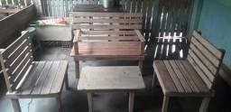 Título do anúncio: Banquinhos de madeira maciça novos