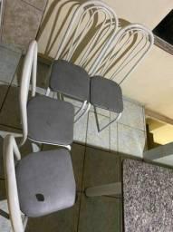 Mesa de marmore cinza, com 4 cadeiras