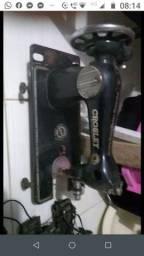 Título do anúncio: Duas maquinas de costura antiga