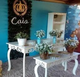 2 mesas para decoração.