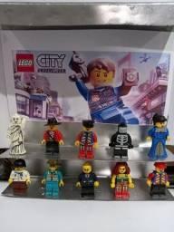 Kit com 16 legos sendo 8 lego ninjago e 8 profissoes