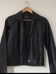 Jaqueta preta em couro ecológico