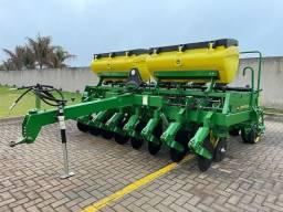 Título do anúncio: Vendo plantadeira John Deere 909 CT<br>Ano 2000<br>8 linhas de 45 cm * *