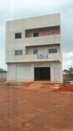Prédio com 1 loja e 4 apartamentos
