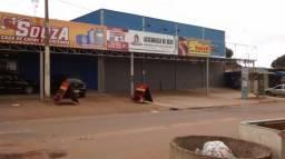 Prédio com renda/lojas alugadas