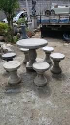 Conjunto de Mesa com 06 tamboretes