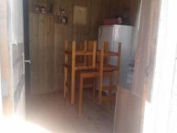 Vendo casa de madeira eucalipto madeira nova 1 ano de uso